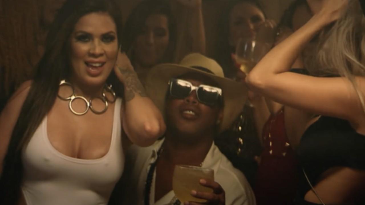 Dinho nel video musicale