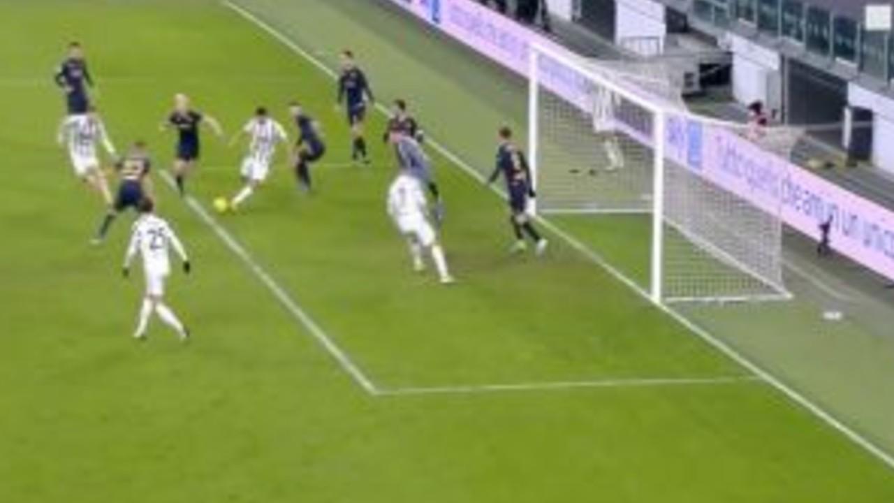Rafia un attimo prima del tiro contro il Genoa
