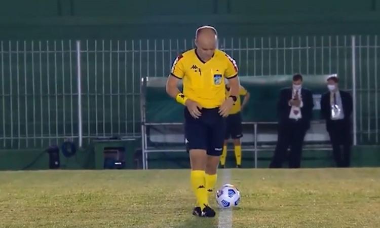 arbitro brasiliano pipì